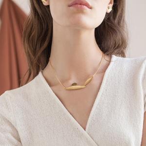 Olivia_necklace_go